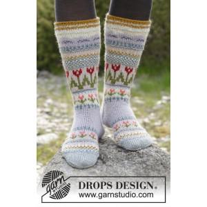 Twinkle Toes by DROPS Design 4 - Julesokker Grå med mønster på skaftet Strikkekit str. 22/23 - 41/43