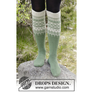 Perles du Nord Socks by DROPS Design - Sokker Strikkeoppskrift str. 35 - 43