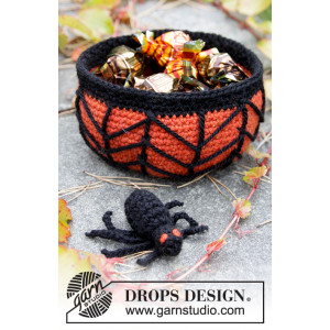 Creepy Candy by DROPS Design - Halloween Pynt Hekleoppskrift Kurv 12x6cm