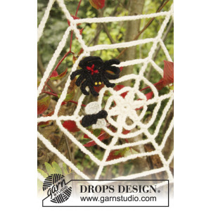 Black Widow by DROPS Design - Halloween Pynt Hekleoppskrift