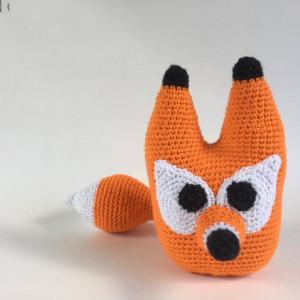 Fred the fox av UnkelDesign - Dansk Bamse Hekleoppskrift 20cm
