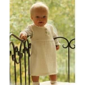 Baby Harriet by DROPS Design - Baby Kjole og Tøfler Strikkeoppskrift str. 1 mdr - 4 år