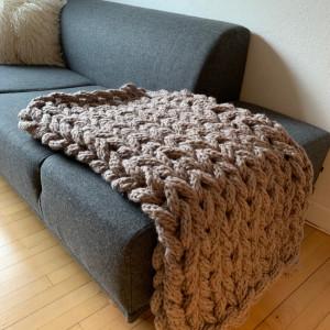 Chunky Teppe av Rito Krea - Teppe Strikkeoppskrift 130x110 cm