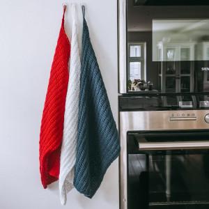 17.mai Kjøkkenhåndkle av Rito Krea - Håndkle Strikkeoppskrift 44x27cm - 3 stk.