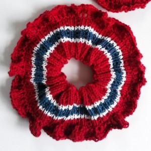 17. mai-Scrunchie av Rito Krea - Scrunchie Strikkeoppskrift 14,5cm