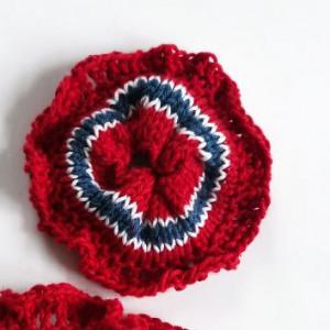 17. mai Mini-Scrunchie av Rito Krea - Scrunchie Strikkeoppskrift 9cm