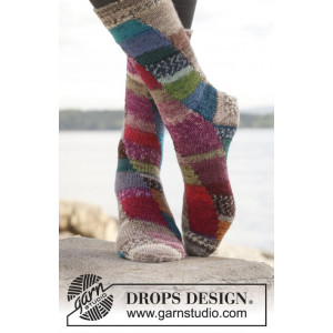 Colour play by DROPS Design - Sokker Strikkeoppskrift str. 35 - 43