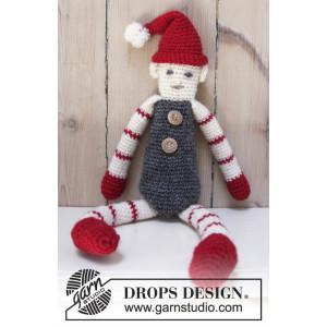 Santa's Buddy by DROPS Design - Nisse Hekleopskrift 42 cm