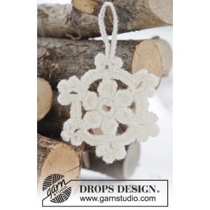 White Christmas by DROPS Design - Julestjerner Hekleoppskrift 8 cm - 15 stk