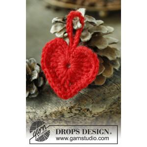 Heart of the Season by DROPS Design - Julehjerter Hekleoppskrift 5 cm - 25 stk