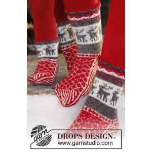 Christmas Stampede by DROPS Design - Sokker Strikkeopskrift str. 26/28 - 41/43