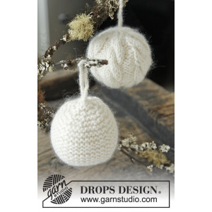 Let it Snow by DROPS Design - Julekuler Julepynt Strikkeoppskrift 8 cm