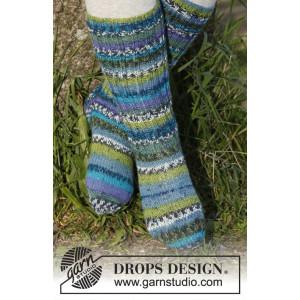 Blueberry fields by DROPS Design - Sokker Strikkeoppskrift str. 15 - 37